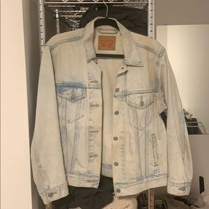 LEVIs Light Wash Denim Jacket